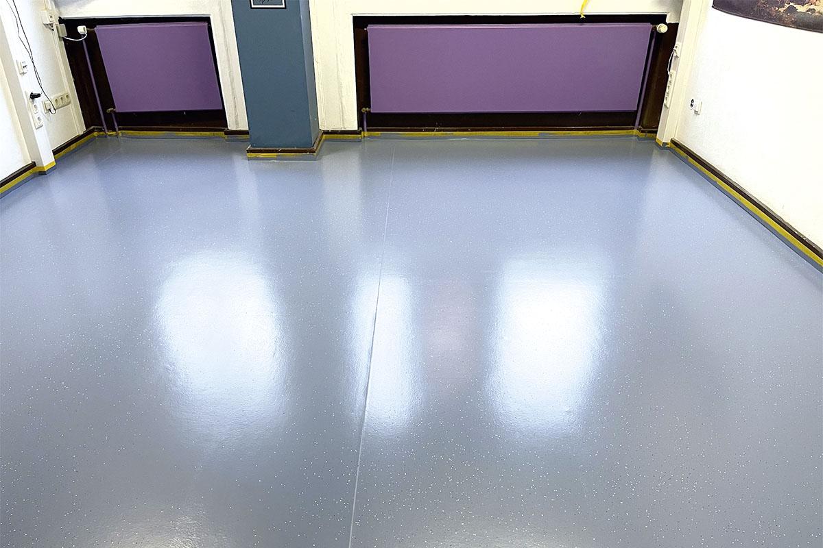 Fußboden Gesamtschule – gereinigt, geschliffen, lackiert